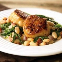 Seared Scallops with White Beans and Spinach. Ingredients 2 strips bacon, chopped into small pieces    1/2  red onion, minced    1  clove garlic, minced    1 1/2 cans white beans (14 oz each), rinsed and drained    4 cups baby spinach    1  lb large sea scallops    Salt and black pepper to taste    1 tbsp butter    juice of 1 lemon