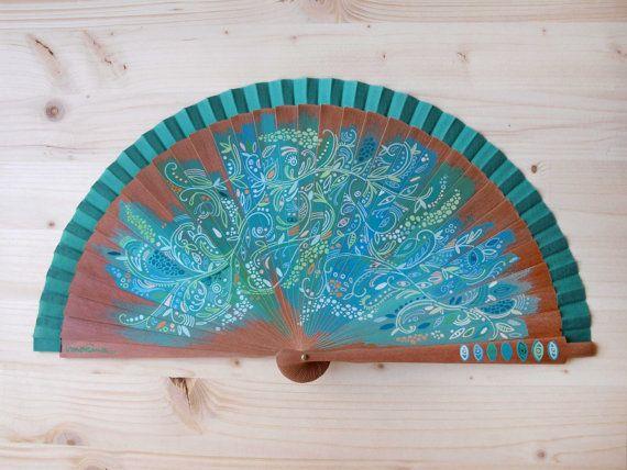 Abanico de madera de peral y tela de algodón color verde pintado a mano con diseño Filigrana de flores / Hand painted spanish fan / Hand fan / Green