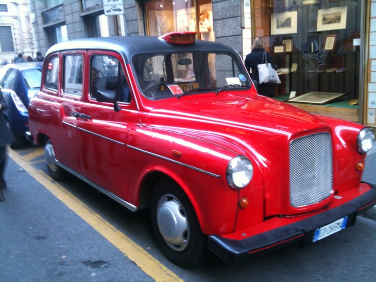 London Taxi Cab in Milano