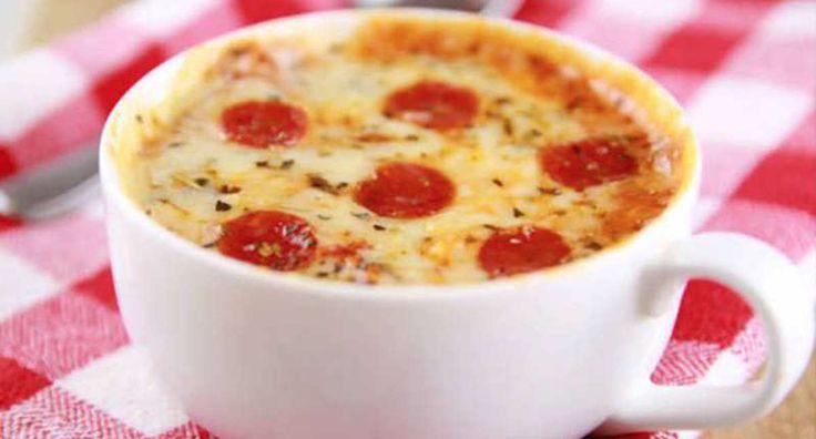 Esta es la forma más fácil de hacer una deliciosa pizza casera al microondas dentro de una taza | Upsocl
