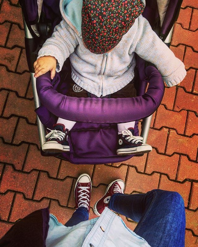 Before the rain  #instalove #motheranddaughter #matchingoutfits #converse #sneakers #blue #marsala #denim #love #streetstyle #beforerain #laloliettemamancoquette