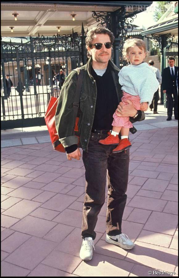 Francis Cabrel et sa fille Manon à Disneyland, en 1992.