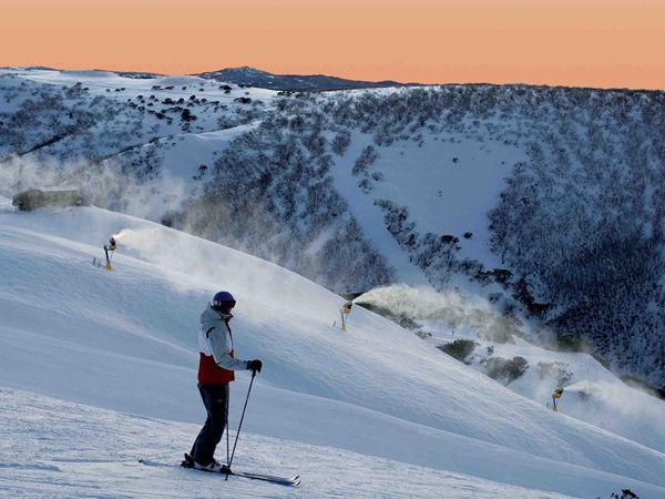 Only 1 hour from Mt Hotham and cheap off mountain accommodation available at the Little River Inn