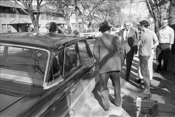 a history of president john f kennedys murder On nov 22, 1963, president john f kennedy and first lady jacqueline kennedy arrive in dallas for the last day of a five-city tour through texas.