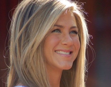 Justin Theroux's Wife Jennifer Aniston Reminds Readers the Power to Consume Consciously
