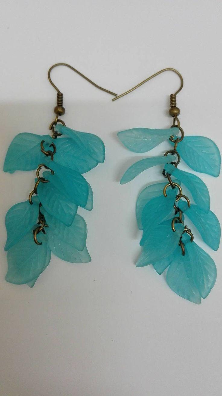 Boucles d'oreilles pendantes grappes- bronze- perles feuilles turquoise -7.5cm de la boutique DeessesEtNymphes sur Etsy
