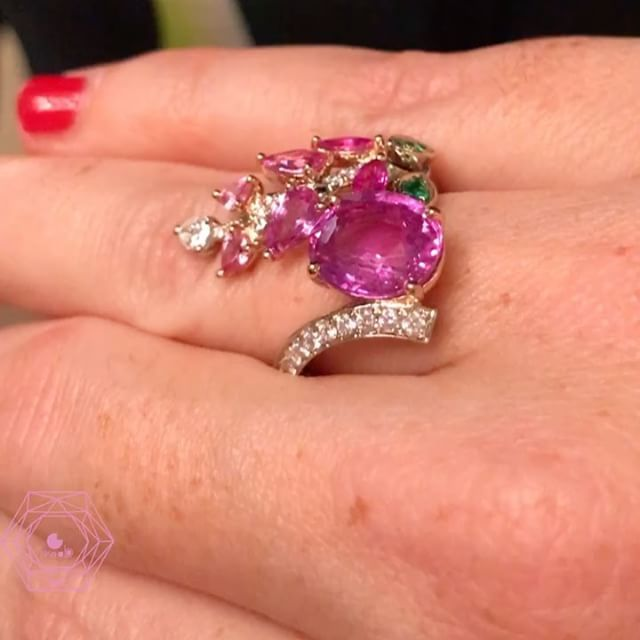 Big crush of the day for this original ring by talented @bermudes_joaillerie w/ a no heated pink sapphire I am in love - credit @likeab #bermudesjoaillerie #likeab #madeinfrance #pinksapphire #ring