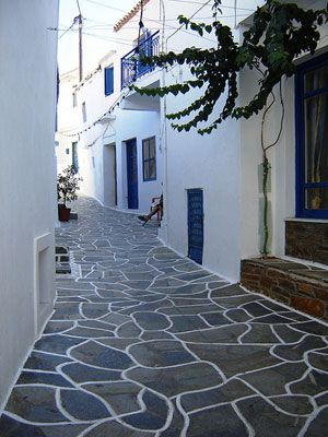 Alley in Kythnos