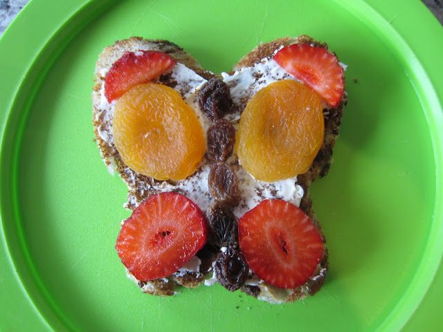 fun healthy food for kids, Butterfly shaped raisin toast with sultanas, dried apricots and fresh cut strawberry