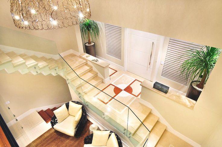 escada, lustre, pendente, marmore, living #quitetefaria Hall de entrada