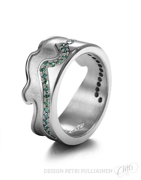 750‰ Pd white gold with 43 forest green diamond. Shape inspired by Olympic bow's middle part. Photo Mikael Pettersson.