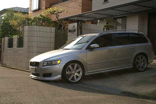 Similar to my vision for a Volvo V50, maybe +Titanium Gray Metallic paint and some BBS wheels instead. Tune the T5, and you have a nice--yet practical--sleeper!