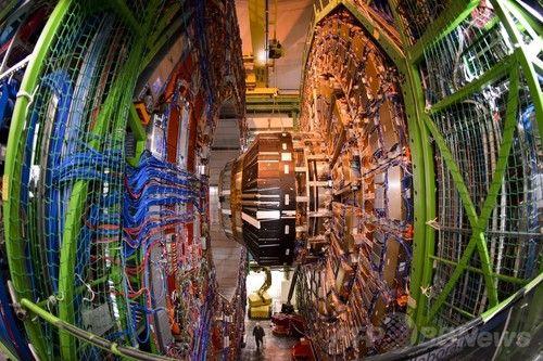 ヒッグス粒子、正体解明に向け実験結果の分析進む 研究