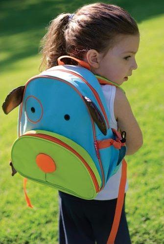 Deze vrolijke rugzak van Skip Hop in de vorm van een hond maakt het voor je kind wel erg leuk om op pad te gaan! De kinderrugzak is gemaakt van milieu-vriendelijk afwasbaar kunststof.
