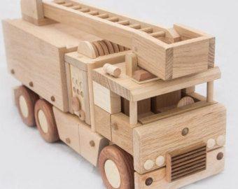 Camión de caja de madera