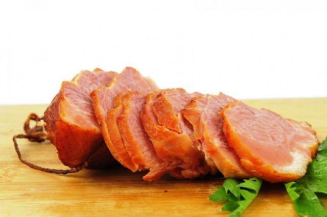 """Καπνιστό αλλαντικό από χοιρινό φιλέτο . Παρασκευάζεται από την αλλαντοποιεία ΧΡΥΣΟΔΑΛΙΑ από χοιρινό κρέας το οποίο """"ψήνεται"""" (ωριμάζει) σε κόκκινο ξηρ..."""