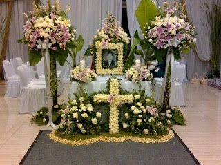 Pengelola rumah duka Heaven Funeral Home menampilkan berbagai jasa dari rumah duka itu, yang lebih mirip layanan hotel bintang lima. Keluarg...