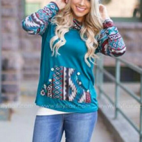 Filly Flair Aztec Print Boutique Top Excellent condition. Teal with Aztec print. Filly Flair Tops Tees - Long Sleeve