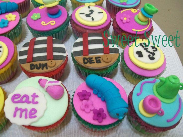 Cupcakes alicia en el pais de las maravillas decoraciones for Decoracion en cupcakes