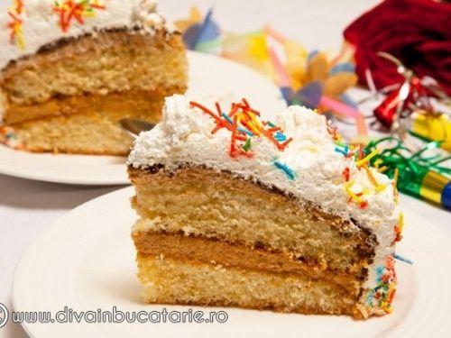 Tort Carnaval cu crema caramel - http://www.gustos.ro/retete-culinare/tort-carnaval-cu-crema-caramel.html