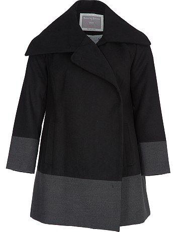 Manteau bi colore laine                                                                                         noir/gris Grande taille femme La température redescend et on commence à ressortir les manteaux. Mais on ne s'interdit pas pour autant d'être une modeuse ! On aime le maxi col, la fermeture avec clip métal au col, les boutons à l'intérieur du manteau ets 2 poches sur les côtés.