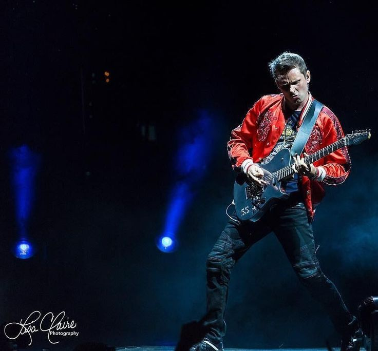 Muse Tour 2017 ... Rock God Bellamy in Florida