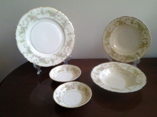 Syracuse federal shape Dearborn plate, soup bowls, and dessert sauce bowls