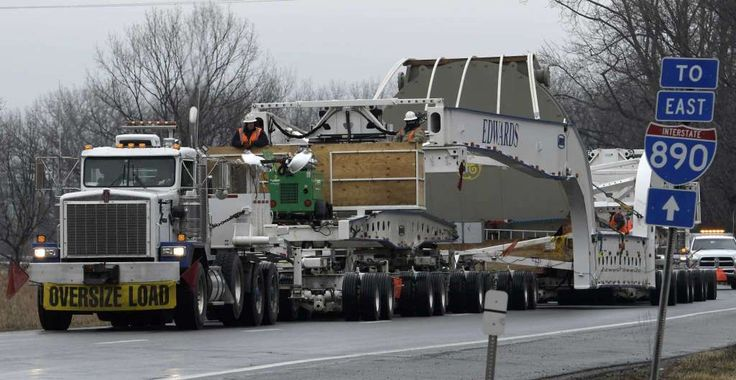A very large turbine moves slowly on Interstate 890 Tuesday  Mar. 7, 2017 in Schenectady, N.Y.  The turbine was built at the GE plant in Schenectady and is being transported to it's final destination in Pennsylvania.   (Skip Dickstein/Times Union) Photo: SKIP DICKSTEIN / 20039888A