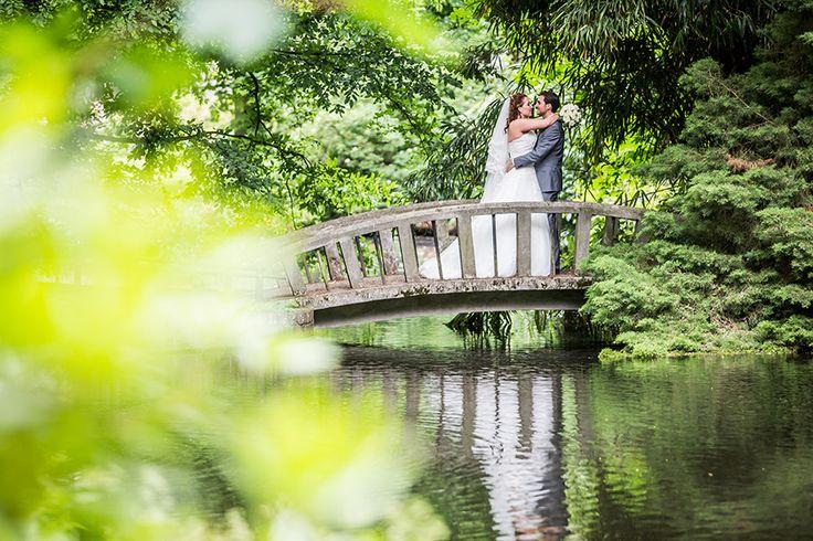 Bruiloft Breda, fotoshoot in park #bruidsfotografie #bruidsfotograaf Dario Endara