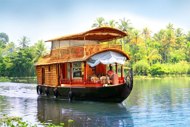 #HoneymoonDestinations  #HoneymooninKerala  #KeralaTours For newly wedded couples, Kerala is an ideal honeymoon destination for it provides romantic ambiance with extraordinary beauty.
