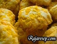 . Kue Kering Corn Flakes Keju Bahan : 125 gr Margarin 125 gr Mentega 125 gr Gula Halus 1 sdt Vanilli Bubuk 2 butir Telur 325 gr Tepung Terig...