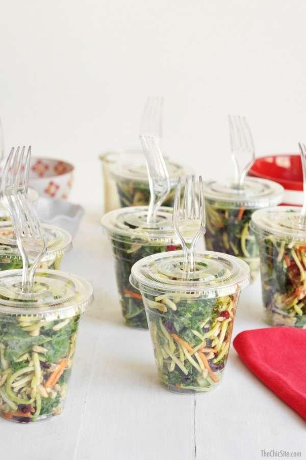 Servez la salade dans des gobelets en plastique. 14 astuces pour réussir une fête dans le jardin