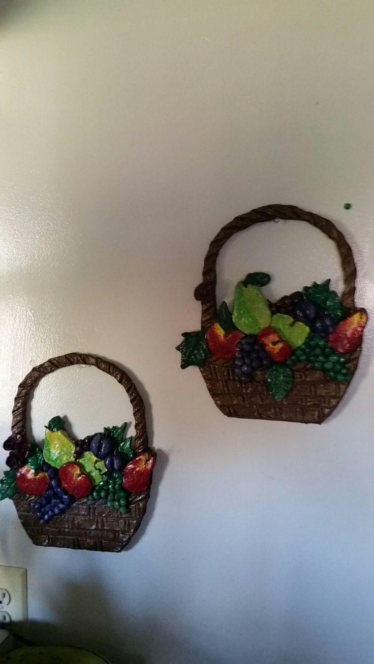 canastas de frutas hechas con masa de papel