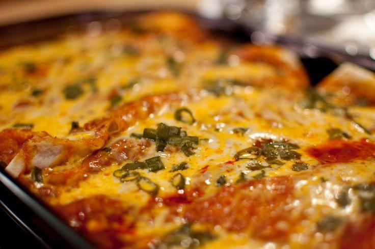 Mexicaans of niet: dit recept voor enchilada's uit de oven is niet te versmaden! Daarnaast is het ontzettend makkelijk om te maken én is het erg vriendelijk voor je portemonnee. Daar houden wij van! Verwarm je oven voor op 200 graden. Snipper de ui en bak deze in een koekenpan in een scheut olijfolie. Voeg […]