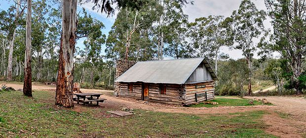 High country huts - Australian Geographic. Moscow Villa alpine hut in the Omeo Shire of East Gippsland, Victoria, Australia.