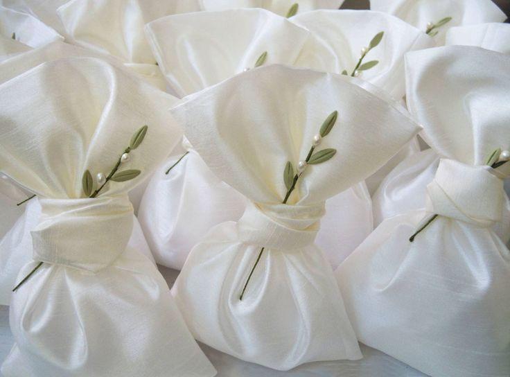 Wedding favor bags with handmade olive leaves pins!  #weddings #weddingfavors #greekbombonieres #oliveleaves #greece #preciousandpretty