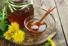 Tzv. pampeliškový med si můžete zkusit vyrobit i vy.