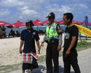 SinergitasPolsek Kutsel Polresta Denpasar Bersama Tokoh Adat Laksanakan Pengamanan Obyek Wisata