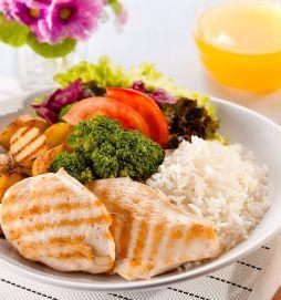 Almoço colorido e equilibrado...