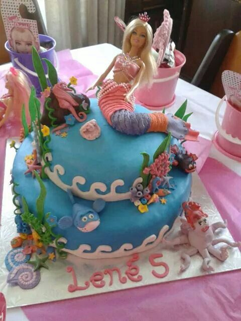 Barbie the pearl princess cake all out of fondant with marshmallow.