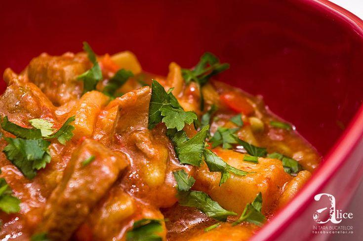 Tocanita de cartofi cu vita este o tocanita speciala si extrem de delicioasa, cu cartofi pufosi si carne de vita frageda si suculenta.