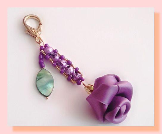 portes clés satin de rose et ses petites perles coordonnées : Porte clés par chely-s-creation