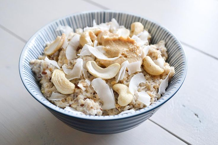 Deze supersnelle romige cashew kokos havermout geeft je energie voor de hele ochtend. Je zet hem binnen 5 minuten op tafel.