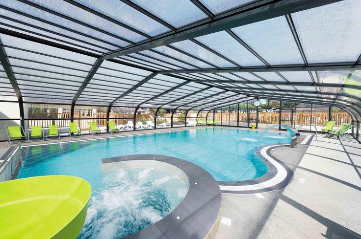 La piscine du Conguel à Quiberon : vaste et moderne. #abripiscinerideaupro