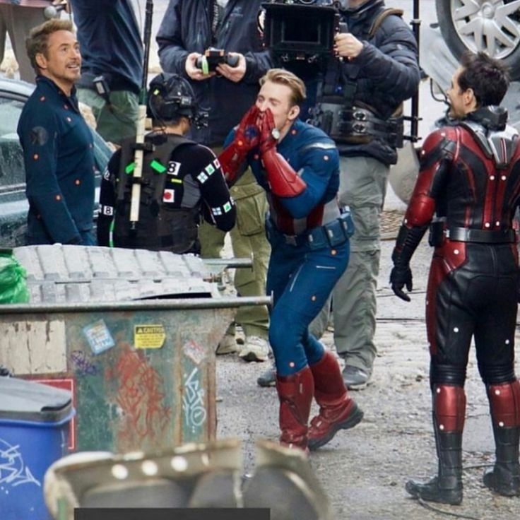Interesting- why is Chris Evans dressed like that in Infinity War?!