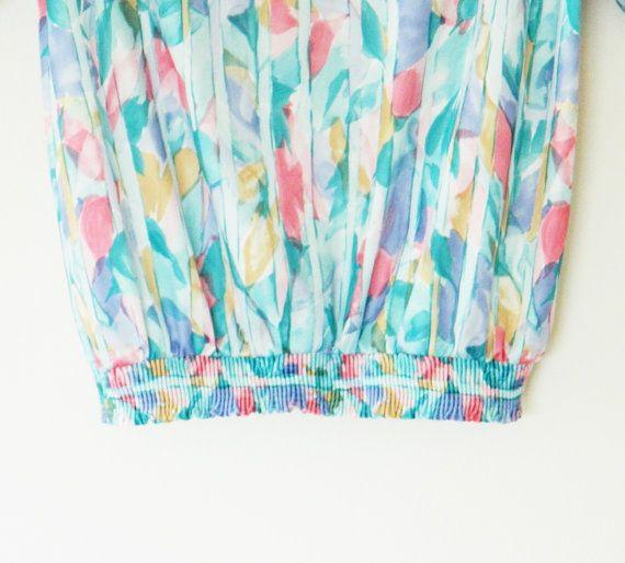 Sweet Pastel Vintage Tulip Blouse / Spring Garden Top / Elastic Waist Slouchy Floral Blouse / 70s Tulip Garden Blouse