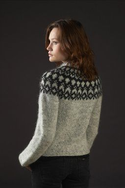 Mönster - HÉLA - Isländsk stickad tröja i Álafoss lopi- GRATIS