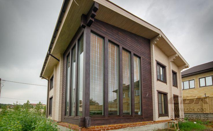 Остекление загородного дома ПВХ окнами Schuco Corona CT 70 Classic с интегрированными стеклопакетами в клееный брус без использования каких-либо систем профилей.