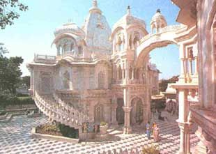 This is Braj Bhumi – the land where Lord Krishna was born and spent his youth. Mathura and Vrindavan are still alive with the Krishna legend, and still sway in fascination to the tune of his flute. Mathura, otherwise a dusty hamlet on the bank of the river Yamuna, was transformed into a place of light after Krishna was born here.