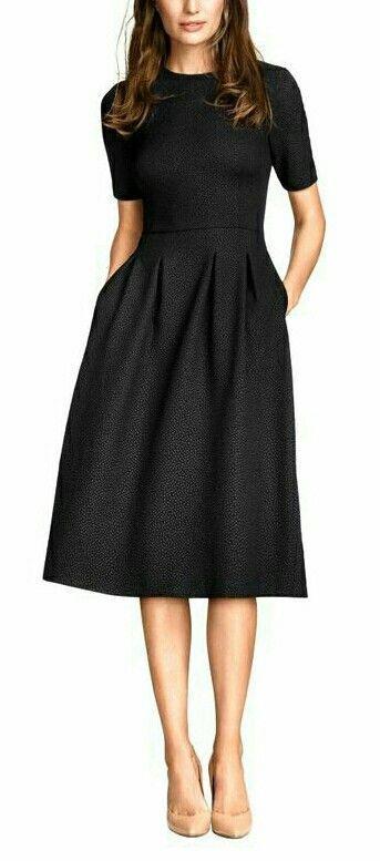 Vestido negro con q color de zapatos